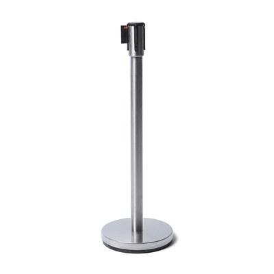 Absperrständer mit selbstspannendem Gurtsystem Ständer verchromt und Absperrband in schwarz Gurtlänge: 2,5 Meter - Gesamthöhe: 1,05 Meter - Absperrständer-in chrome